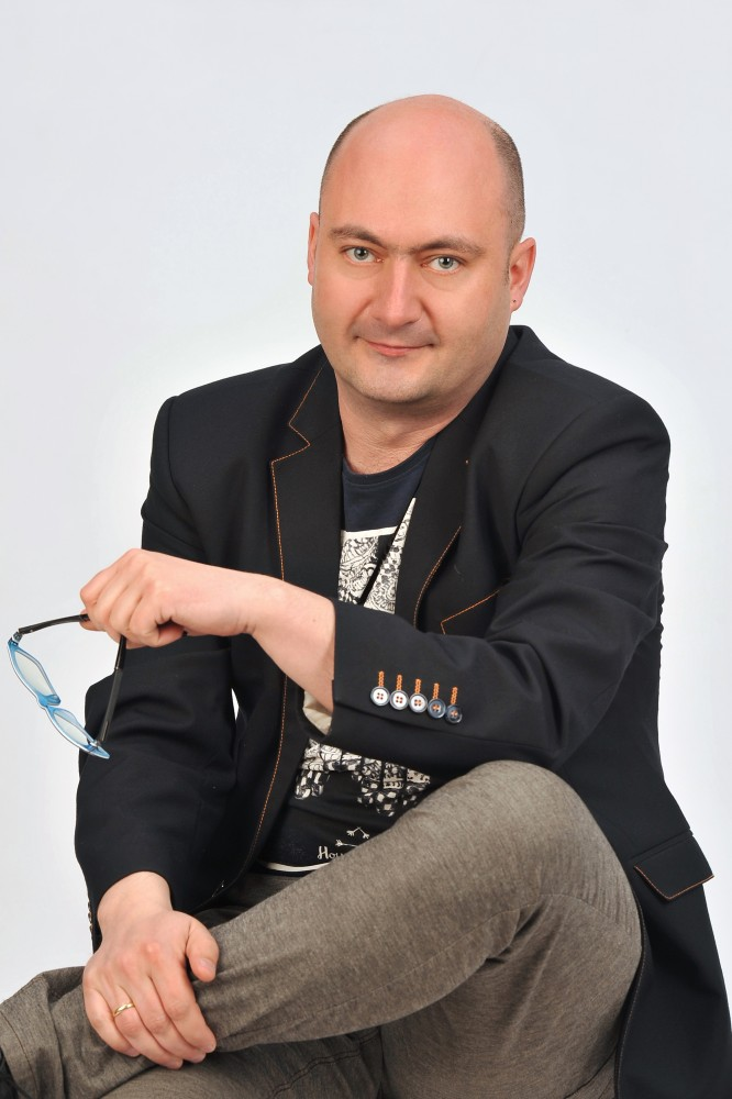 Tomek-konferansjer-1-